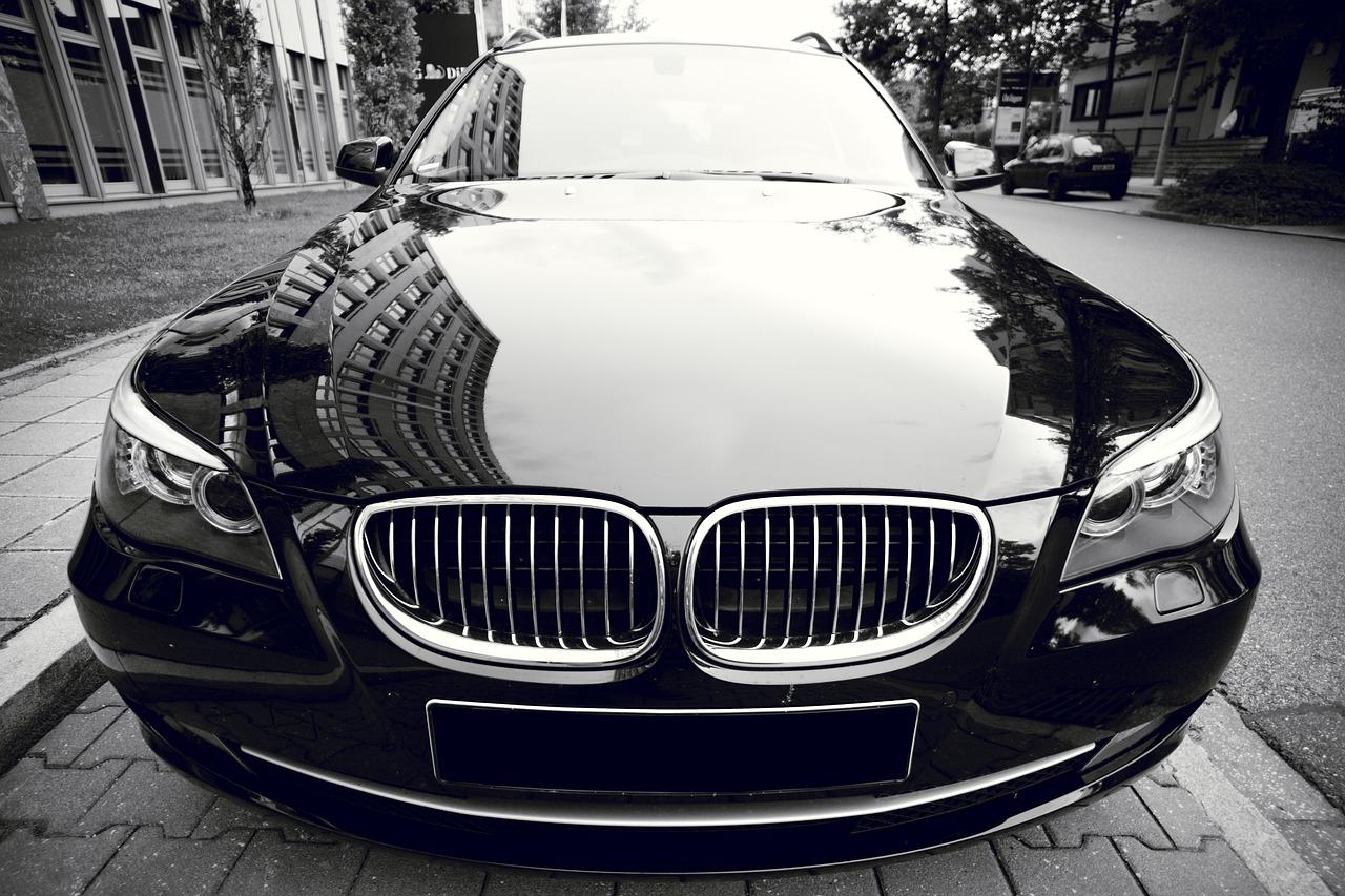 Vilken färgbil blir smutsigast, svart eller vit?